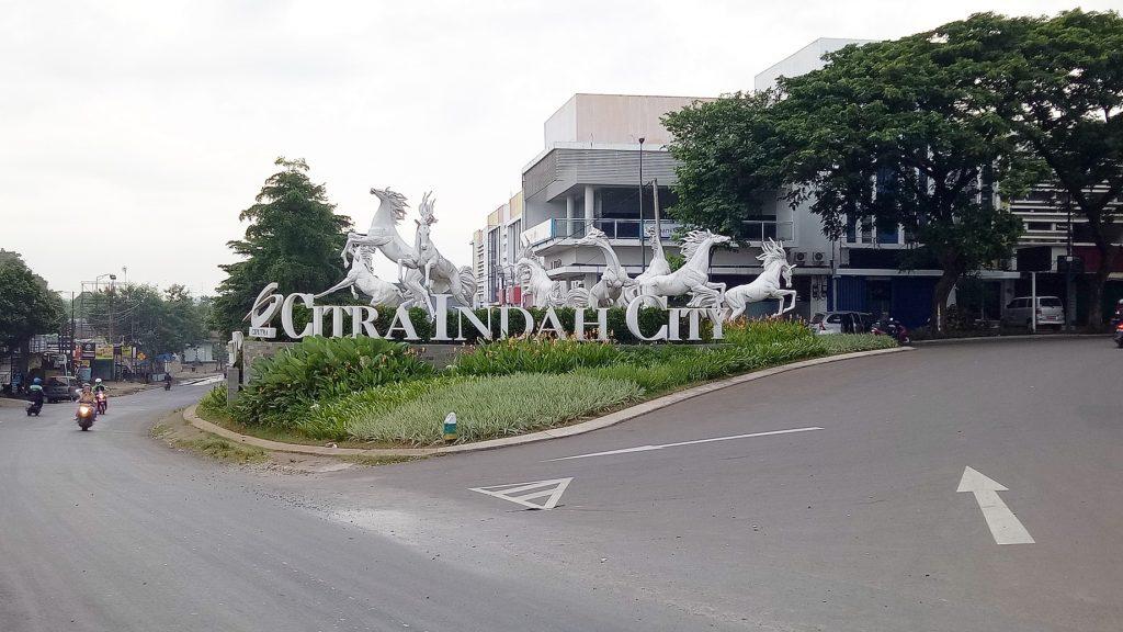 Patung Kuda Putih entrance gate Citra Indah City Rumah Cibubur Cileungsi Jonggol Ciputra Grup